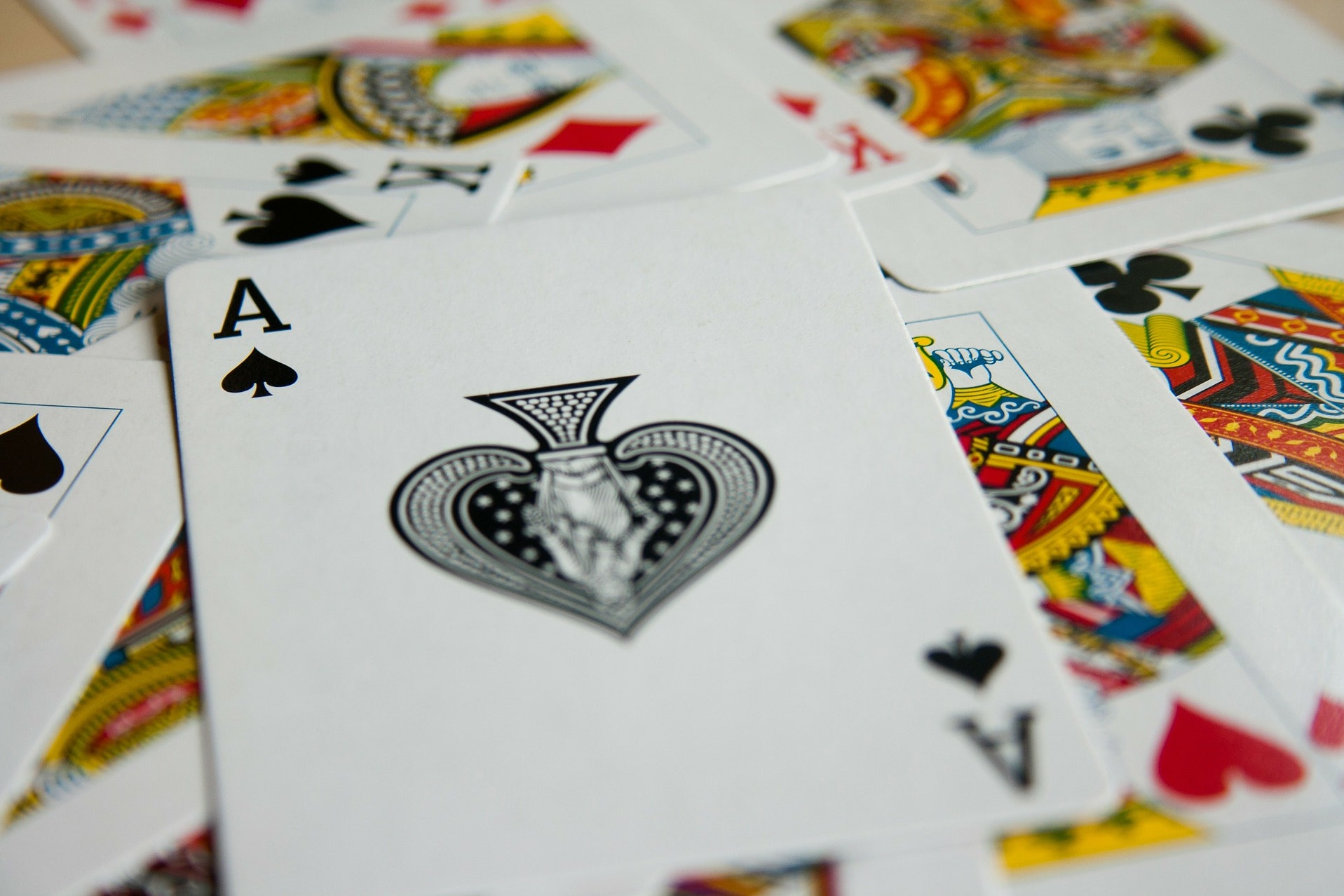 How to Play Rummy – Choose the Right Cards